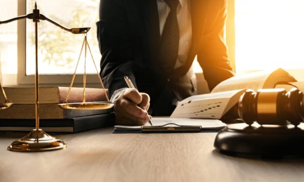 As faculdades de Direito preparam o aluno para o trabalho em escritório?